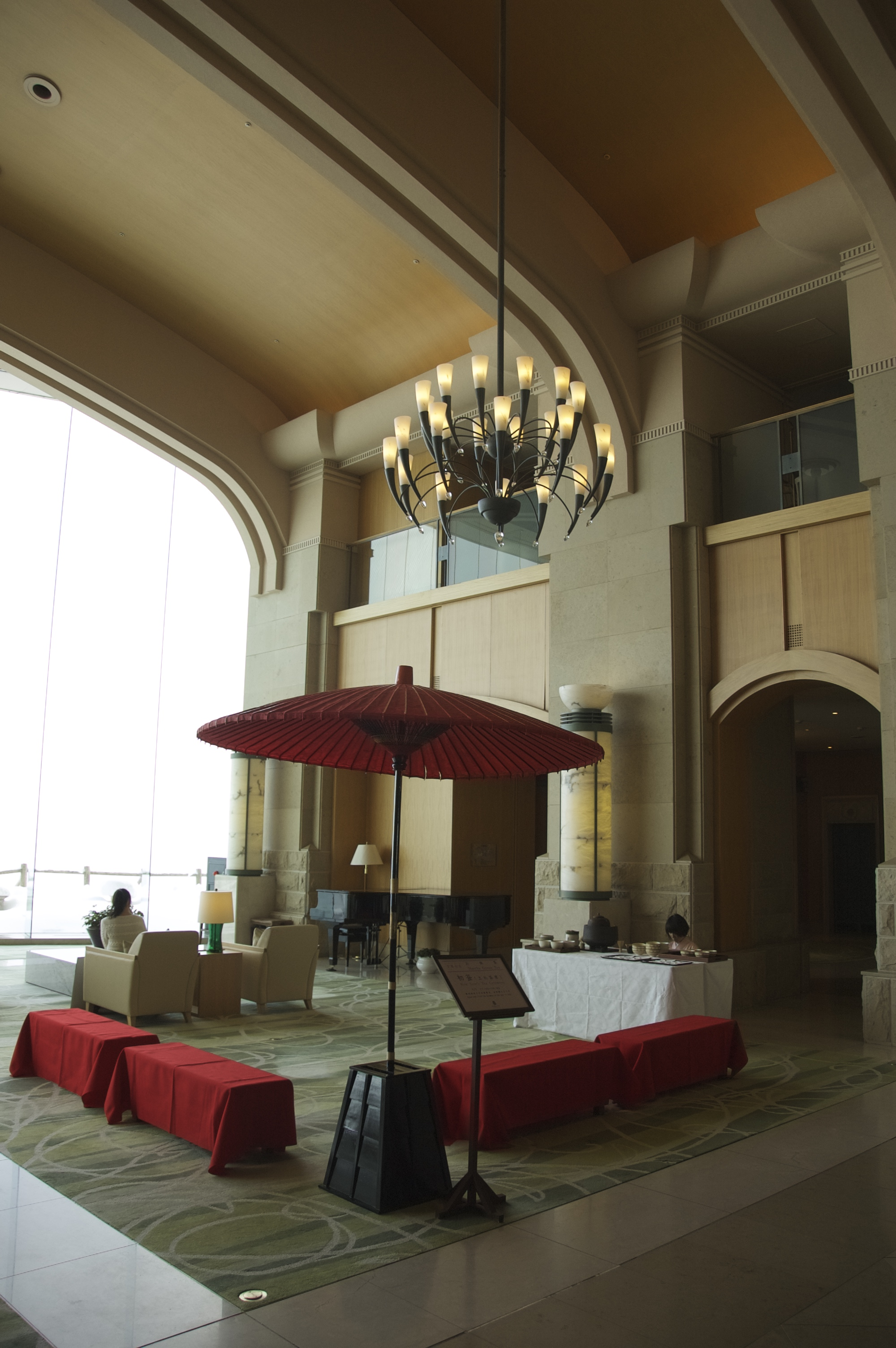 洞爺湖の最高級リゾートホテル、ザ・ウィンザーホテル洞爺で茶道体験コーナーを実施しました。